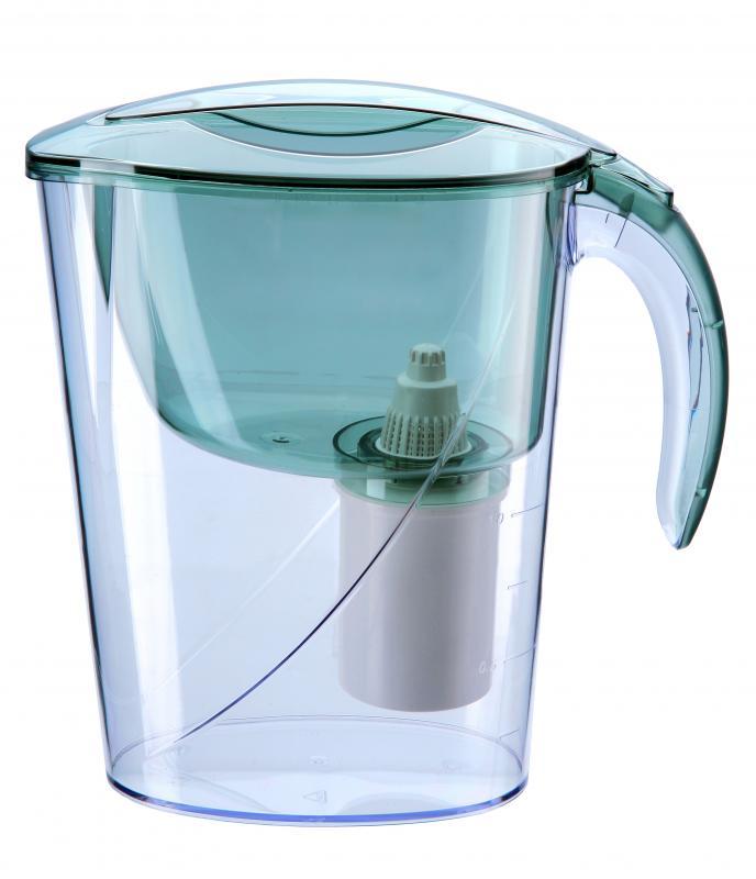 Dzbanki filtrujące sposobem na smaczną itanią wodę